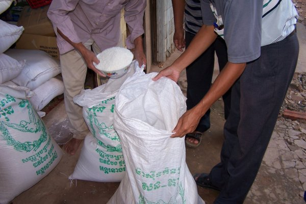 Dividing a 50kg sack of rice into two portions